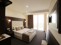 «Ribera Resort & SPA» - объект с атмосферой уюта и респектабельного комфорта, который сродни курортному отелю зарубежного формата. На фото — стандартный номер.